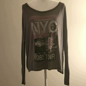 NWT CB Long Sleeved Oversized Graphic RockTop